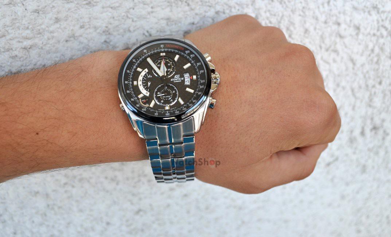 Garmin fenix 3 hr серебряный с черным рем безель с гравированной разметкой, возможно комбинированное ip-покрытие черного или синего цветов в стилистике гоночных болидов этой команды formula 1.